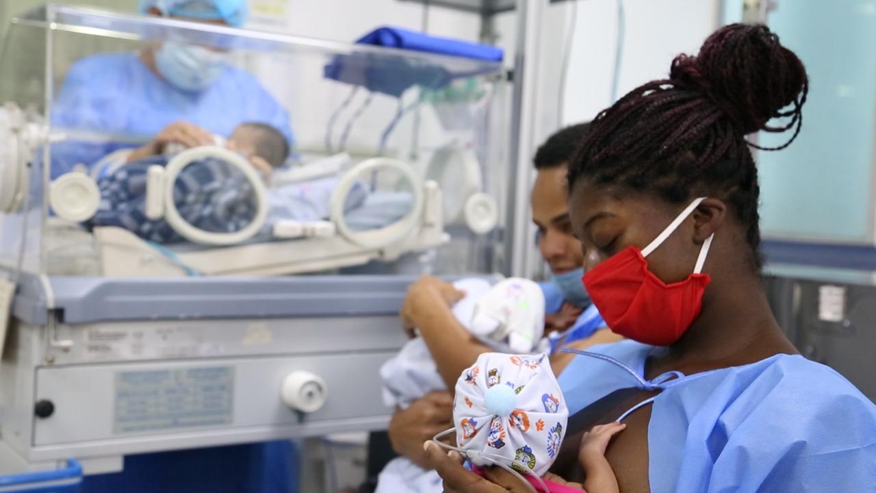 En hospital de Meissen nacen trillizos en días de cuartena.