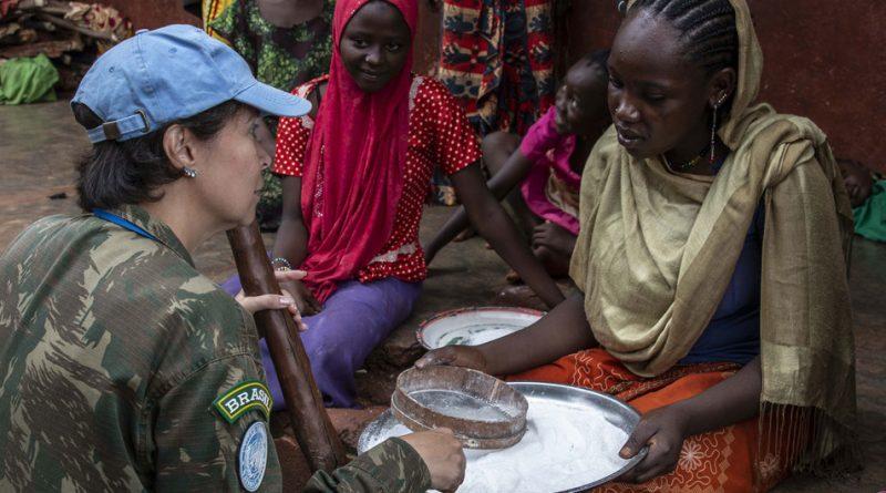 En la jornada para conmemorar a los cascos azules caídos, la ONU destaca la labor de las mujeres en la paz