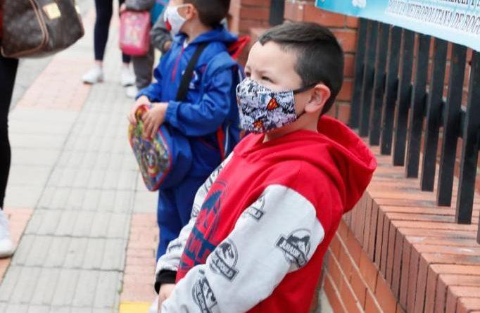 La alegría de las niñas y niños regresa a las aulas de los colegios públicos de Bogotá