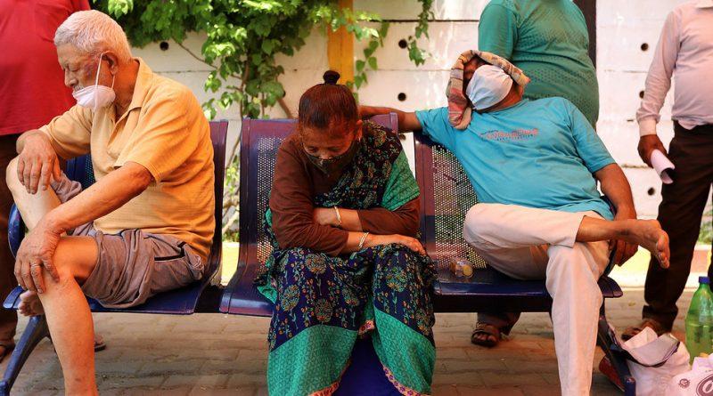 """COVID-19: La OMS clasifica la variante descubierta en India como """"de preocupación mundial"""""""